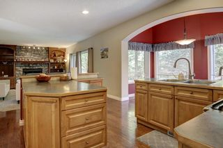 Photo 5: 30 Simcrest Manor SW in Calgary: Signal Hill Detached for sale : MLS®# A1146154