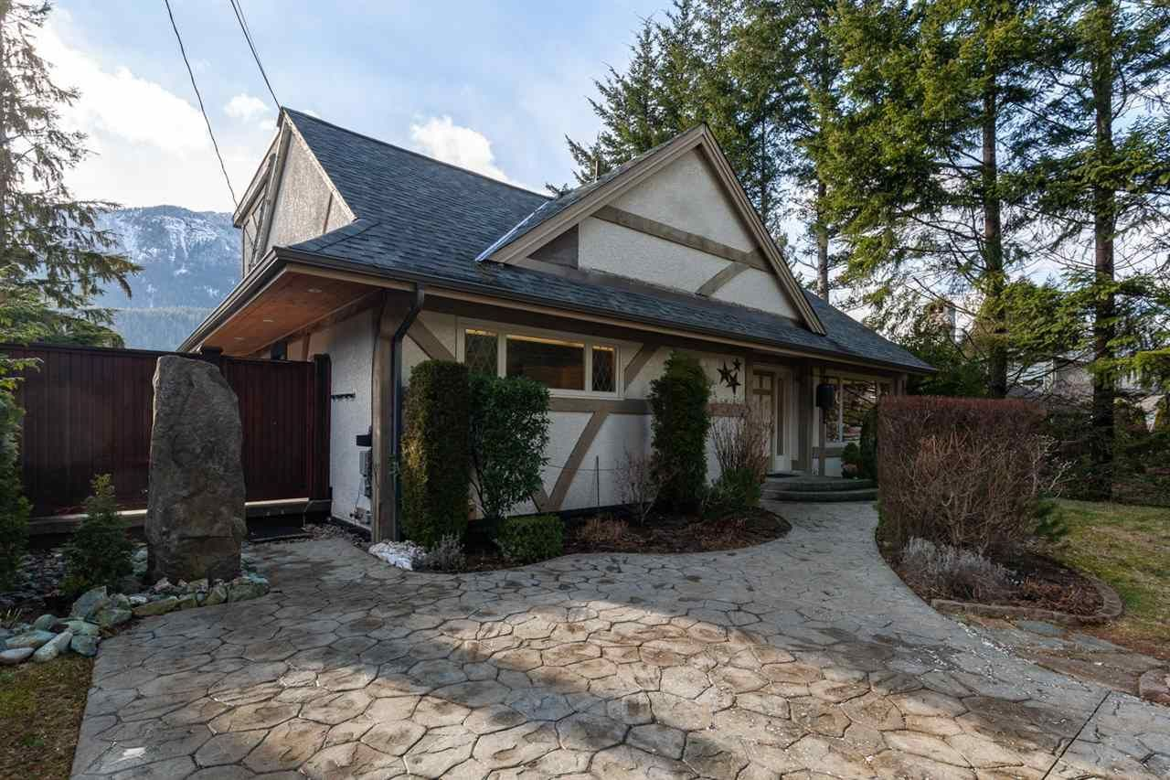 "Main Photo: 41833 GOVERNMENT Road in Squamish: Brackendale House for sale in ""BRACKENDALE"" : MLS®# R2545412"