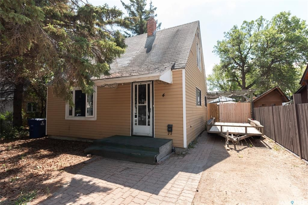 Main Photo: 4 Aberdeen Place in Saskatoon: Kelsey/Woodlawn Residential for sale : MLS®# SK861461