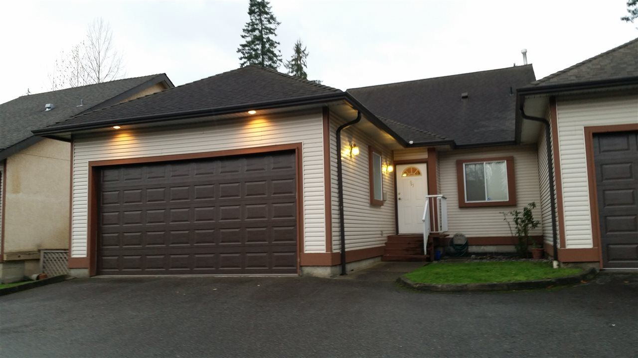 """Main Photo: 57 23151 HANEY Bypass in Maple Ridge: East Central Townhouse for sale in """"STONEHOUSE ESTATES"""" : MLS®# R2015942"""