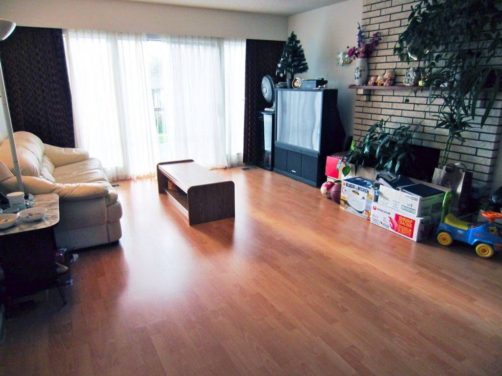 Photo 2: Photos: 5372 EARLES Street in Vancouver: Collingwood VE House for sale (Vancouver East)  : MLS®# V946683