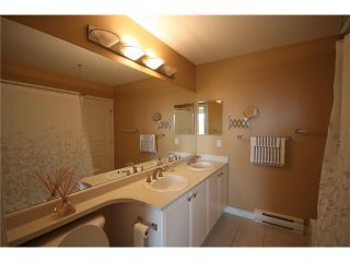 """Photo 9: 6717 VILLAGE Grove in Burnaby: Highgate Townhouse for sale in """"THE MONTEREY"""" (Burnaby South)  : MLS®# V952131"""