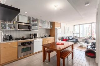 """Photo 2: 2207 33 SMITHE Street in Vancouver: Yaletown Condo for sale in """"COOPERS LOOKOUT"""" (Vancouver West)  : MLS®# R2106492"""