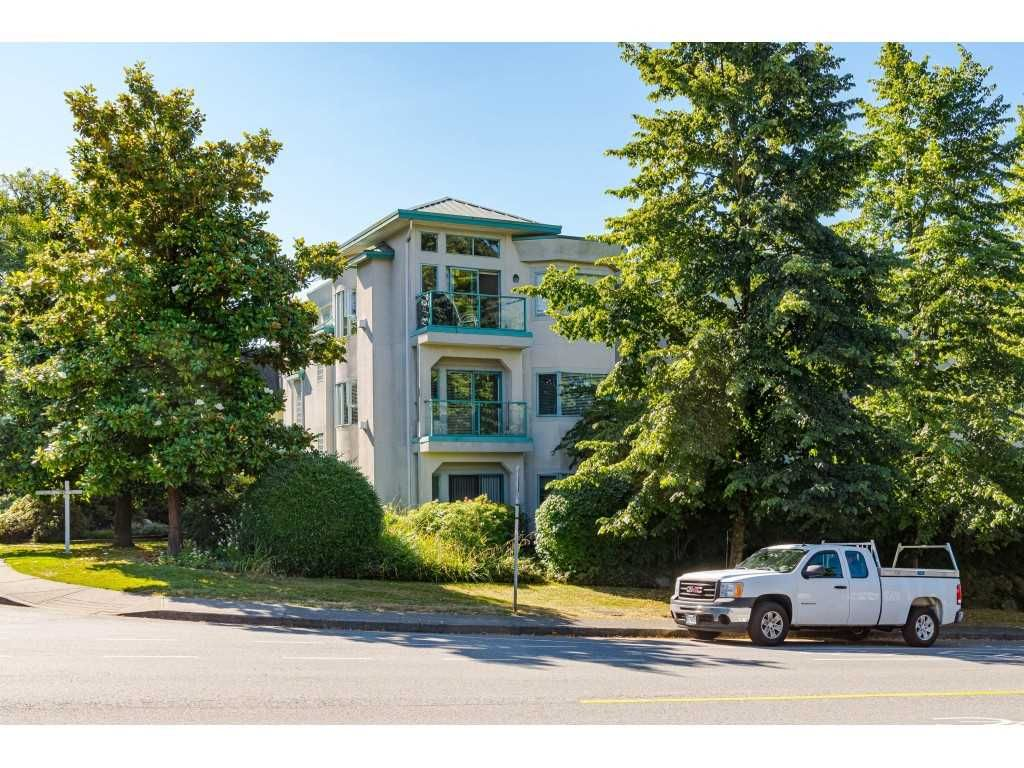 Main Photo: 207 177 W 5TH STREET in North Vancouver: Lower Lonsdale Condo for sale : MLS®# R2477687