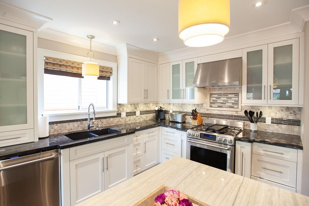 Photo 3: Photos: 6305 48A Avenue in Delta: Holly House for sale (Ladner)  : MLS®# R2333976