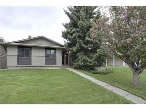 Main Photo: 439 PARKVIEW Crescent SE in Calgary: Bungalow for sale : MLS®# C3526414