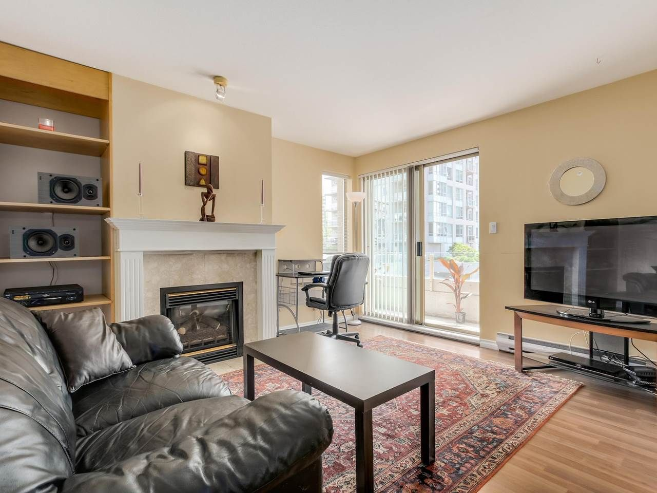 """Photo 3: Photos: 304 137 W 17 Street in North Vancouver: Central Lonsdale Condo for sale in """"Westgate"""" : MLS®# R2075830"""