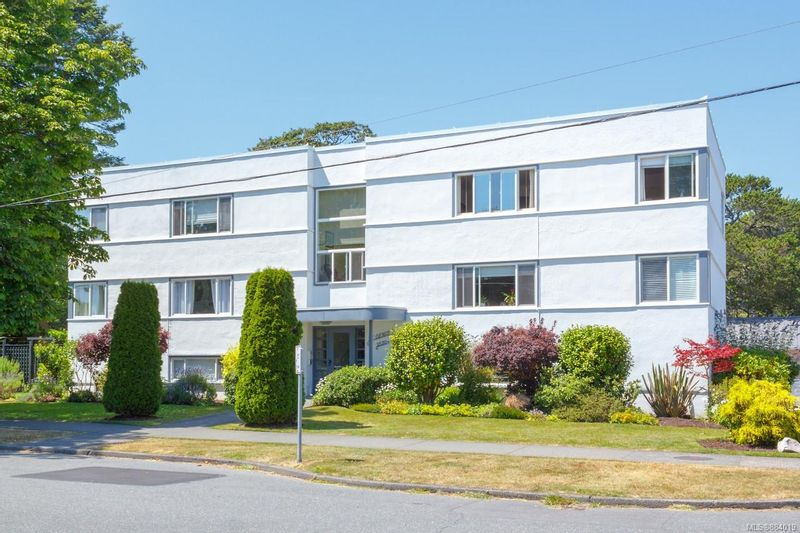 FEATURED LISTING: 6 - 2530 Windsor Rd