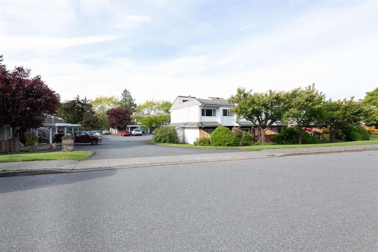 Main Photo: 3081 268 Street in Langley: Aldergrove Langley Townhouse for sale : MLS®# R2579344