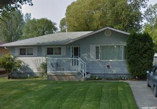 Photo 1: 2138 37th Street West in Saskatoon: Westview Heights Residential for sale : MLS®# SK800698