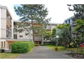 Main Photo:  in VICTORIA: SW Rudd Park Condo for sale (Saanich West)  : MLS®# 478001