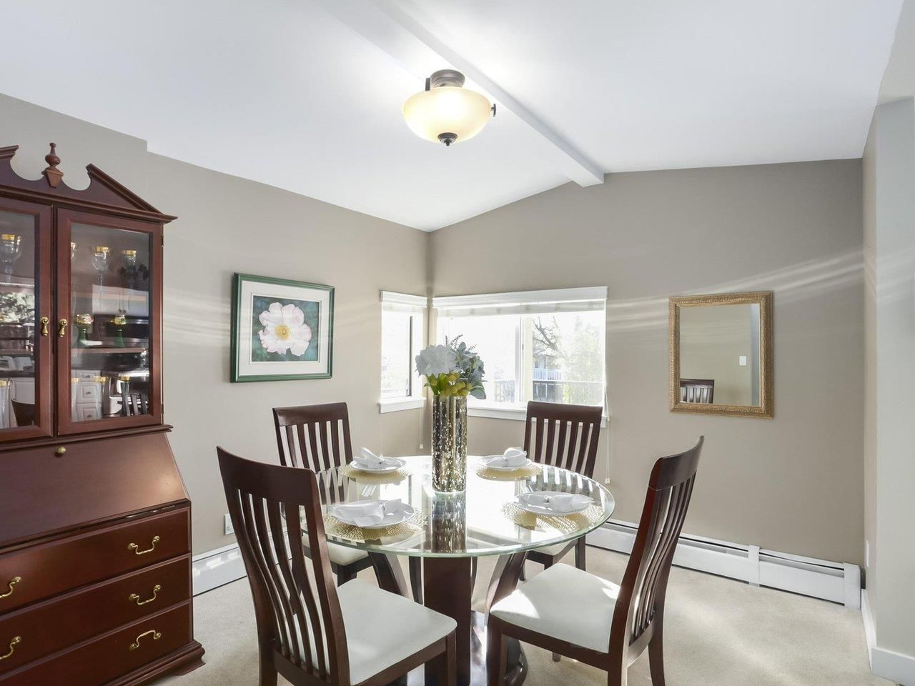 Photo 6: Photos: 325 W KINGS Road in North Vancouver: Upper Lonsdale House for sale : MLS®# R2443642