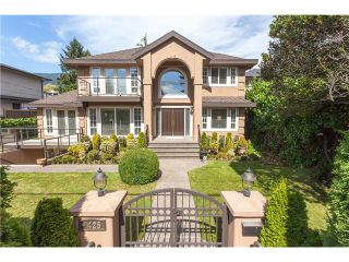Photo 1: 1425 Inglewood Avenue in West Vancouver: Ambleside House for sale : MLS®# R2029659
