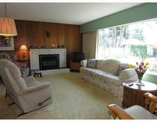 Photo 2: Photos: 274 W WINDSOR Road in North Vancouver: Upper Lonsdale House for sale : MLS®# V640851