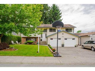 Photo 3: 20452 90 Crescent in Langley: Walnut Grove House for sale : MLS®# R2586041