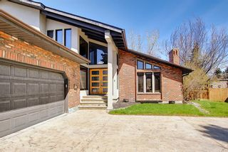 Photo 2: 72 Strathbury Circle SW in Calgary: Strathcona Park Detached for sale : MLS®# A1107080