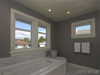 Photo 15: 211 Robertson St in VICTORIA: Vi Fairfield East House for sale (Victoria)  : MLS®# 585604
