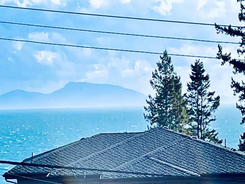 FEATURED LISTING: 13381 MARINE Drive Surrey