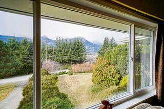 Photo 3: 38100 CLARKE Drive in Squamish: Hospital Hill House for sale : MLS®# R2340968