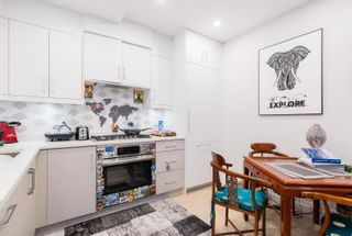 """Photo 5: 2 1150 COMOX Street in Vancouver: West End VW Condo for sale in """"Gables at Nelson Park"""" (Vancouver West)  : MLS®# R2621813"""