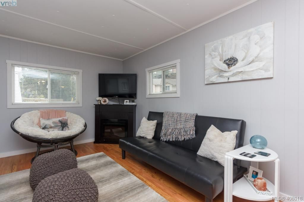 Photo 5: Photos: 2463 Selwyn Rd in VICTORIA: La Thetis Heights House for sale (Langford)  : MLS®# 810897