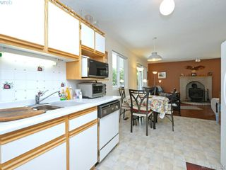 Photo 11: 3053 Chantel Pl in VICTORIA: Co Hatley Park House for sale (Colwood)  : MLS®# 766180