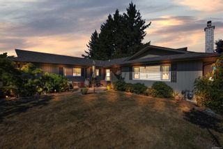 Main Photo: 7205 Skyline Cres in : CS Keating House for sale (Central Saanich)  : MLS®# 882772