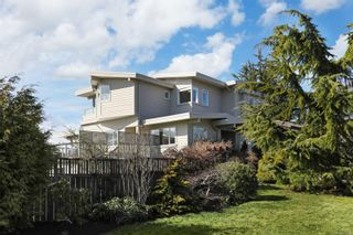 Photo 1: 135 Beach Dr in : CV Comox (Town of) House for sale (Comox Valley)  : MLS®# 869336