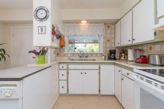 Photo 7: 2416 Mowat St in : OB Henderson House for sale (Oak Bay)  : MLS®# 881551