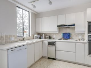"""Photo 16: 301 2189 W 42ND Avenue in Vancouver: Kerrisdale Condo for sale in """"GOVERNOR POINT"""" (Vancouver West)  : MLS®# R2098848"""