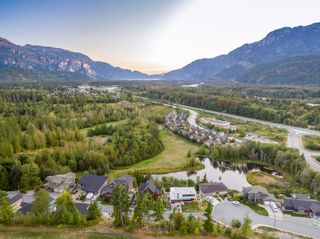 Photo 12: 2022 Dowad Drive in Squamish: House for sale