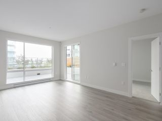 """Photo 4: 104 1768 GILMORE Avenue in Burnaby: Brentwood Park Condo for sale in """"Escala"""" (Burnaby North)  : MLS®# R2398729"""