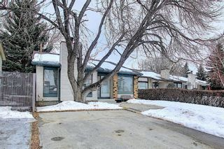 Photo 2: 823 Ranchview Circle NW in Calgary: Ranchlands Residential for sale : MLS®# A1060313