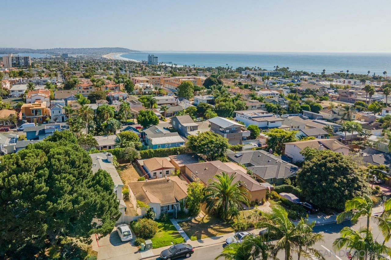 Main Photo: PACIFIC BEACH House for sale : 3 bedrooms : 919 Van Nuys Street in San Diego