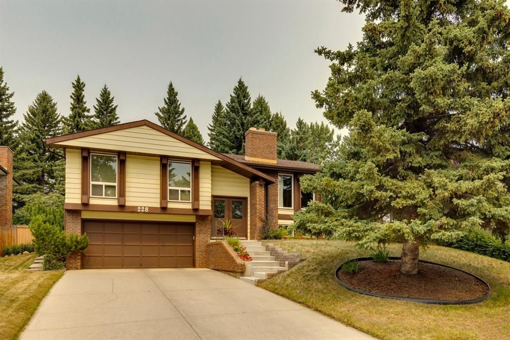 Main Photo: 228 Pump Hill Crescent SW in Calgary: Pump Hill Detached for sale : MLS®# A1136114