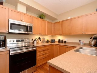 Photo 5: 206 820 Short St in VICTORIA: SE Quadra Condo for sale (Saanich East)  : MLS®# 821875
