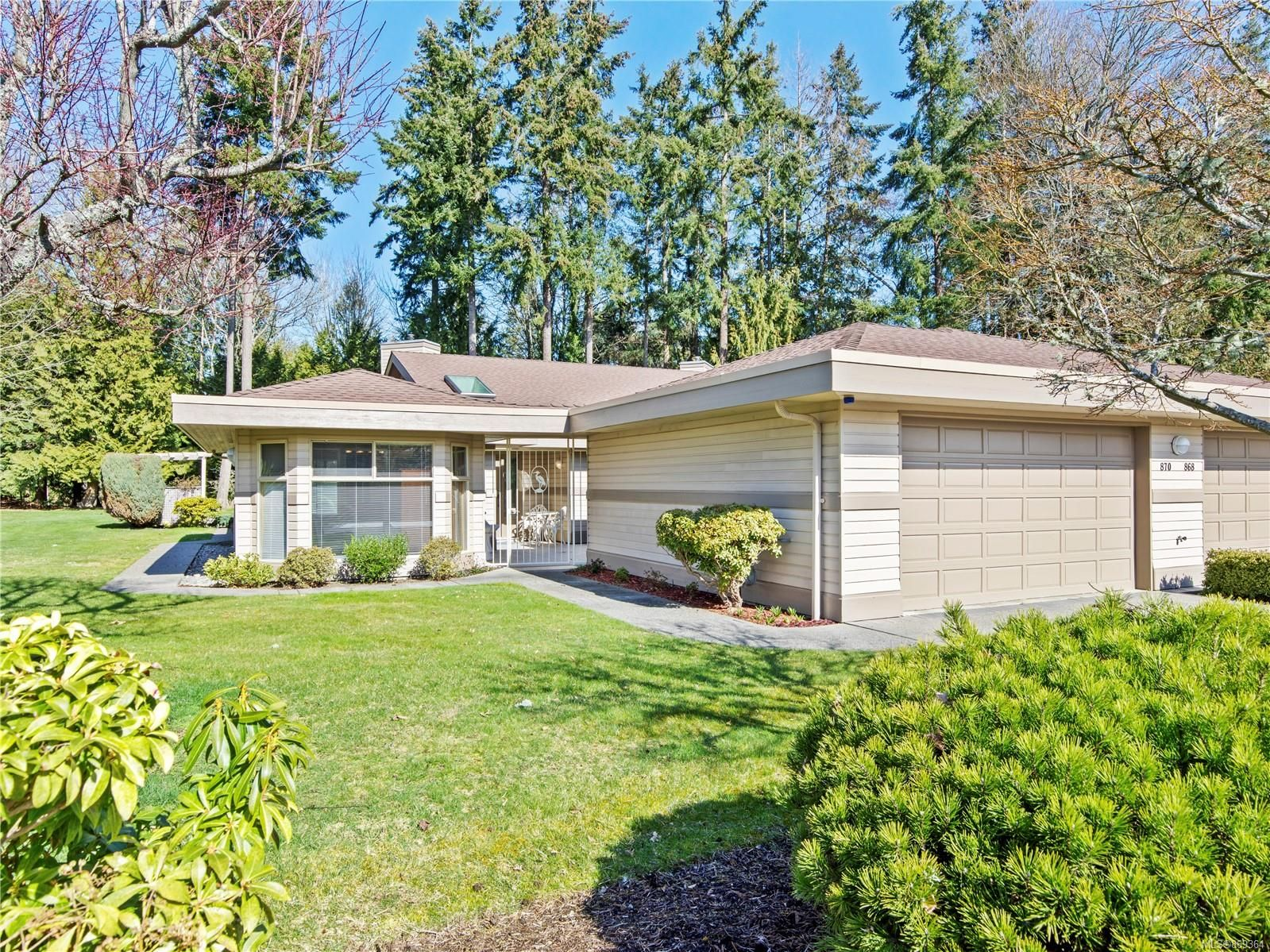 Main Photo: 870 LAKES Blvd in : PQ Parksville Row/Townhouse for sale (Parksville/Qualicum)  : MLS®# 869364