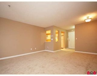 """Photo 4: 113 20894 57TH Avenue in Langley: Langley City Condo for sale in """"BAYBERRY LANE"""" : MLS®# F2833663"""