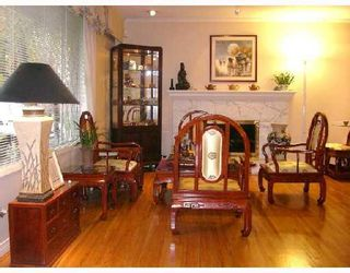 """Photo 3: 8580 ROSEMARY Avenue in Richmond: South Arm House for sale in """"MONTROSE ESTATES"""" : MLS®# V677792"""