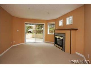 Photo 2: 111 1083 Tillicum Rd in VICTORIA: Es Kinsmen Park Condo for sale (Esquimalt)  : MLS®# 530725