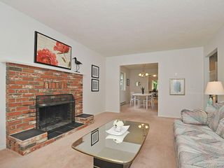 Photo 3: 423 Creed Pl in View Royal: VR Hospital House for sale : MLS®# 619958