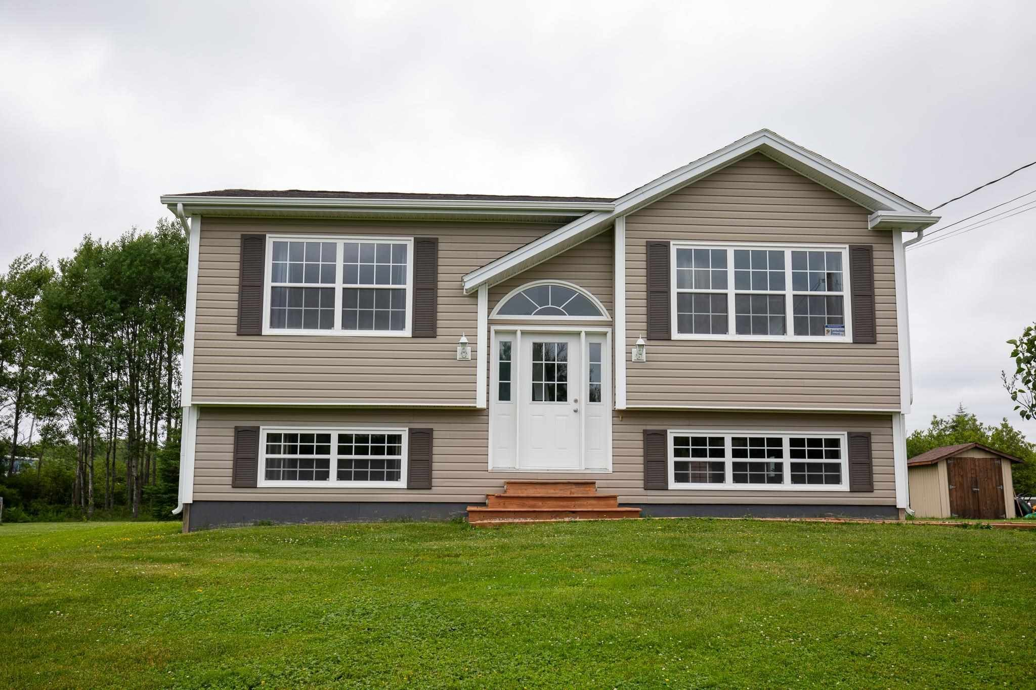 Main Photo: 579 Highway 1 in Mount Uniacke: 105-East Hants/Colchester West Residential for sale (Halifax-Dartmouth)  : MLS®# 202117448