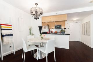 """Photo 7: 202 1033 MARINASIDE Crescent in Vancouver: Yaletown Condo for sale in """"QUAYWEST"""" (Vancouver West)  : MLS®# R2623495"""