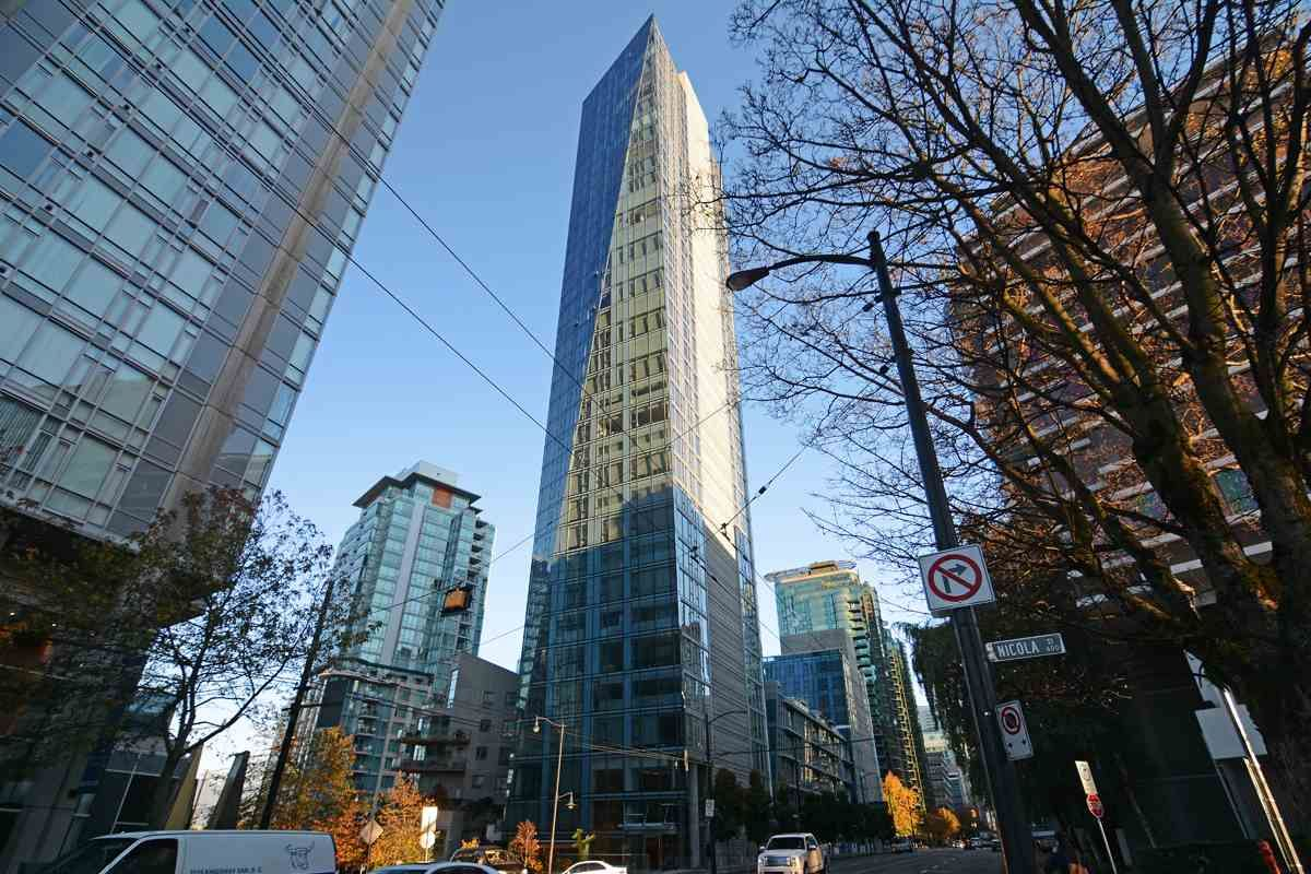 Main Photo: 1702 1499 W PENDER STREET in Vancouver: Coal Harbour Condo for sale (Vancouver West)  : MLS®# R2054541