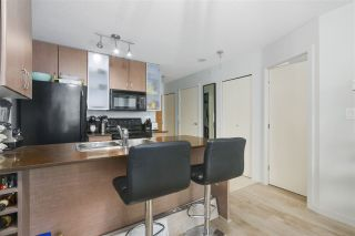 Photo 3: 1905 909 MAINLAND STREET in Vancouver: Yaletown Condo for sale (Vancouver West)  : MLS®# R2440557