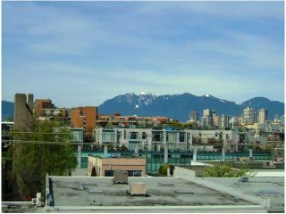 """Photo 1: 401 1635 W 3RD Avenue in Vancouver: False Creek Condo for sale in """"LUMEN"""" (Vancouver West)  : MLS®# V850263"""