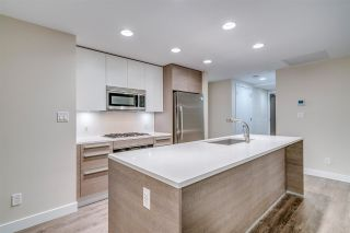 """Photo 8: 1910 2008 ROSSER Avenue in Burnaby: Brentwood Park Condo for sale in """"STRATUS-SOLO DISTRICT"""" (Burnaby North)  : MLS®# R2313474"""