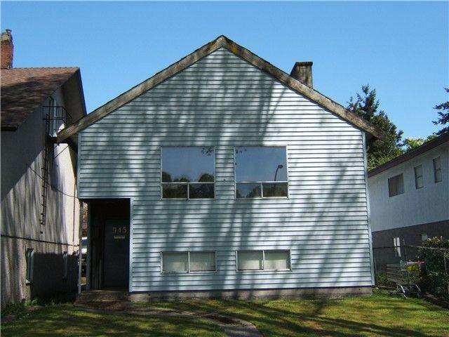 "Main Photo: 945 E 21ST Avenue in Vancouver: Fraser VE House for sale in ""FRASER"" (Vancouver East)  : MLS®# V889920"