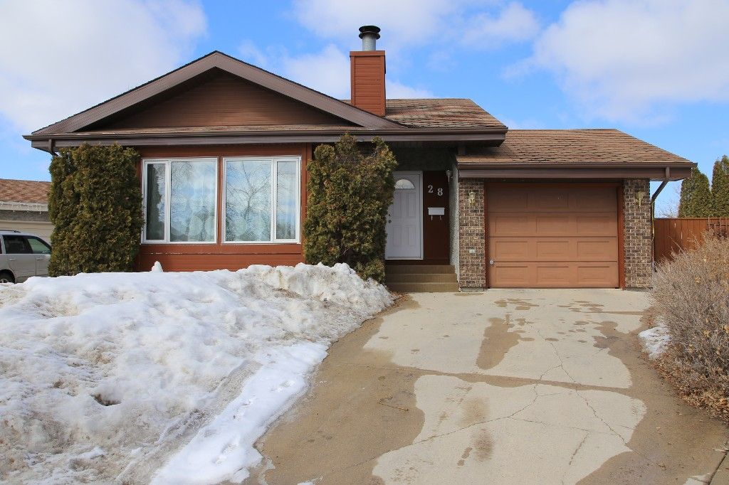 Photo 32: Photos: 28 Woodchester Place in Winnipeg: Charleswood Single Family Detached for sale (South Winnipeg)  : MLS®# 1406268