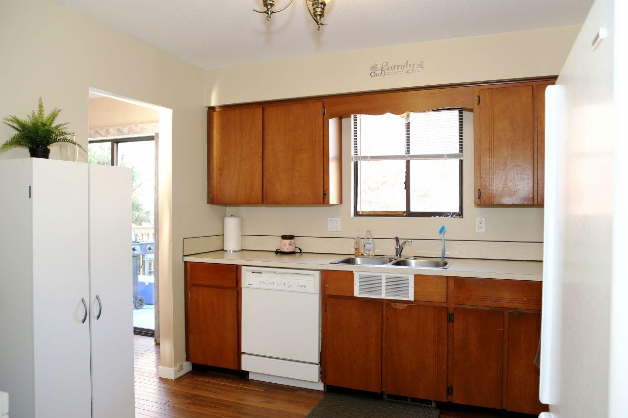 "Photo 4: Photos: 34907 GLENN MOUNTAIN Drive in Abbotsford: Abbotsford East House for sale in ""Glenn Mountain"" : MLS®# R2323820"